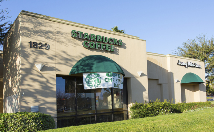 Starbucks storefront in Brixmor retail shopping center