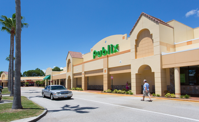 Publix grocery store storefront in Brixmor retail shopping center